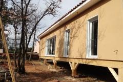 Maison ossature bois sur pilotis en enduit de facade réalisée à Saint Maximin la Sainte Baume var PACA (1)