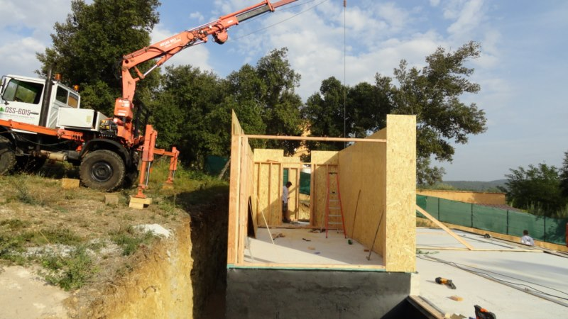 maison ossature bois contemporaine avec bardage red cedar et enduit menuiseries aluminium terrasse (4)