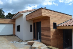maison ossature bois contemporaine avec bardage red cedar et enduit menuiseries aluminium terrasse (1)