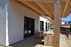 maison ossature bois contemporaine avec bardage red cedar et enduit menuiseries aluminium terrasse (12)