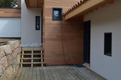 maison ossature bois contemporaine avec bardage red cedar et enduit menuiseries aluminium terrasse (2)