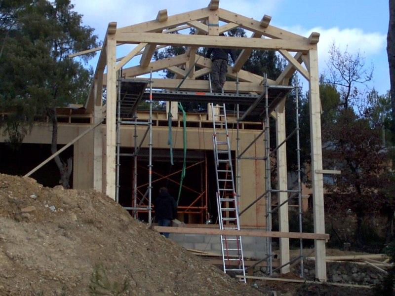 Contruction d'une maison à ossature bois avec enduit de finition et bardage douglas au THORONET dans le VAR 83 (2)