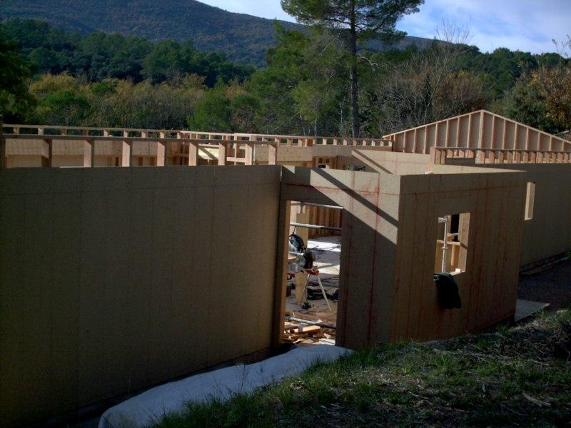 Contruction d'une maison à ossature bois avec enduit de finition et bardage douglas au THORONET dans le VAR 83 (38)