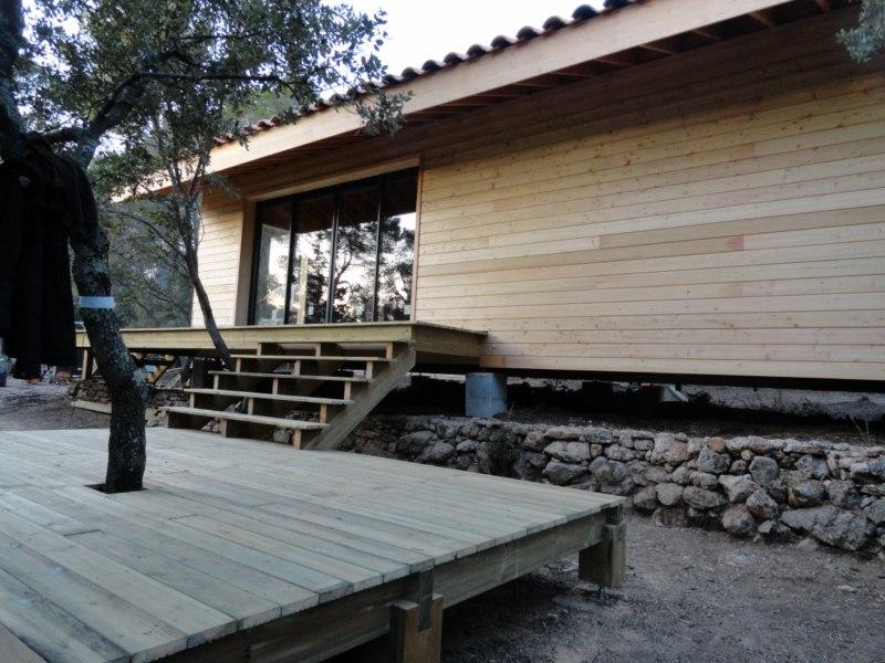 Maison ossature bois sur pilotis du bardage bois laque for Extension ossature bois sur pilotis