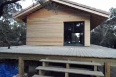 Maison ossature bois sur pilotis en bardage meleze entouré d'une terrasse bois à LE VAL 83143 dans le VAR region PACA [800x600] (5)