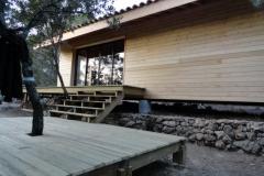 Maison ossature bois sur pilotis en bardage meleze entouré d'une terrasse bois à LE VAL 83143 dans le VAR region PACA [800x600] (69)
